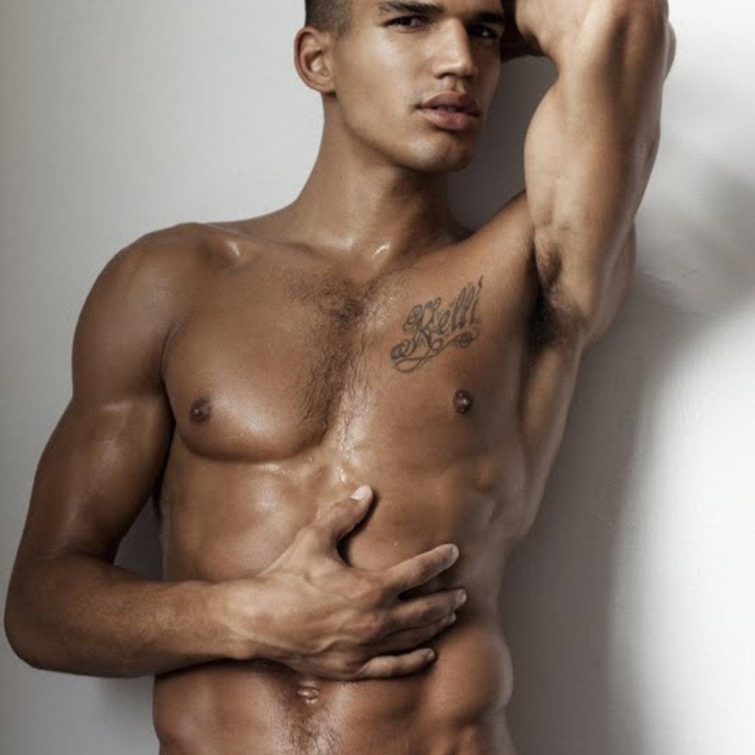 #shirtlessguys #mentattoo #tatoomen #abs