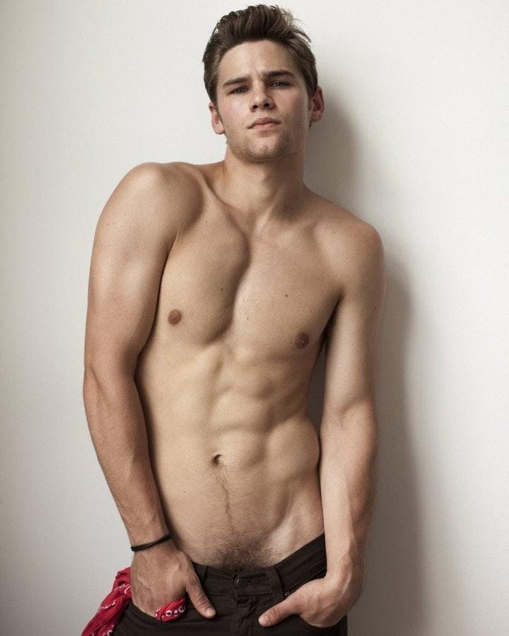 #men #twinks #shirtlessguys