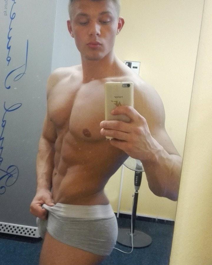 #men #shirtlessguys #abs #selfie #gym #twinks