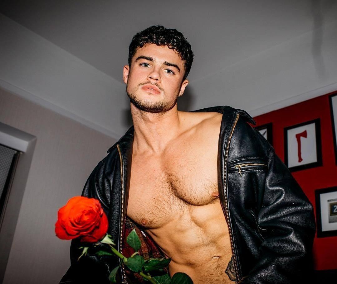 #christianarno #malecelebs #abs #men #shirtlessguys