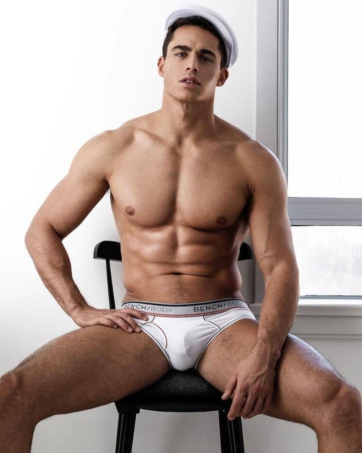 #men #abs #trunks #hunks #shirtlessguys #malecelebs #pietroboselli #underwear