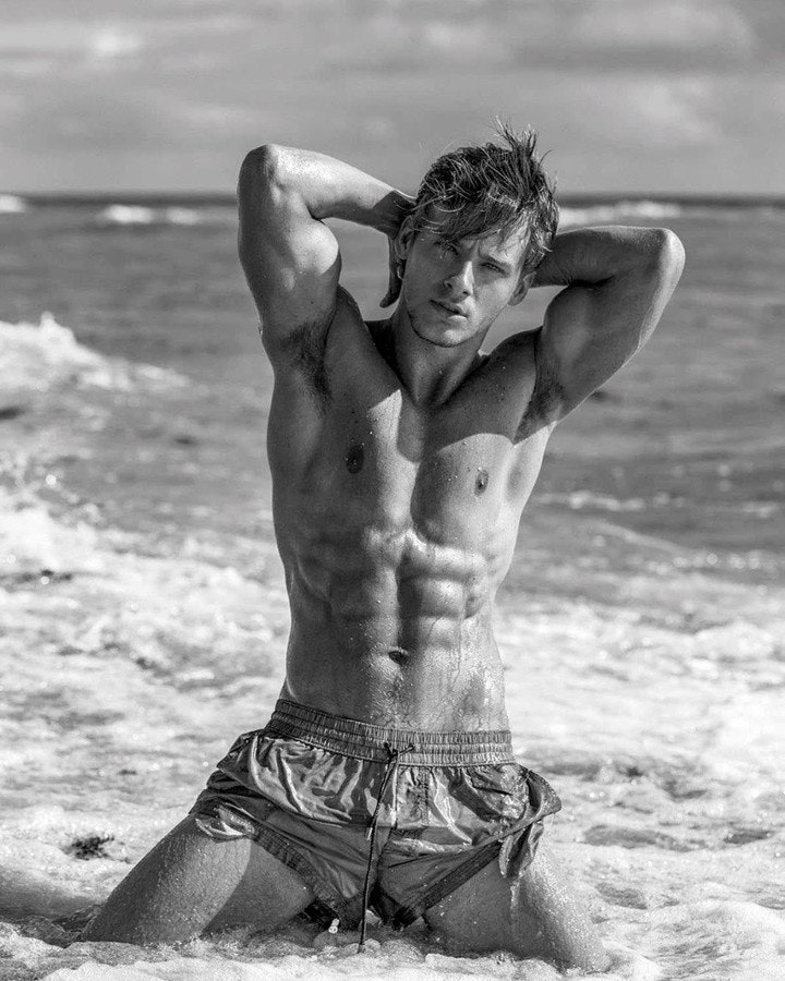 #men #shirtlessguys #beachboy #hunks #wet #blackandwhite