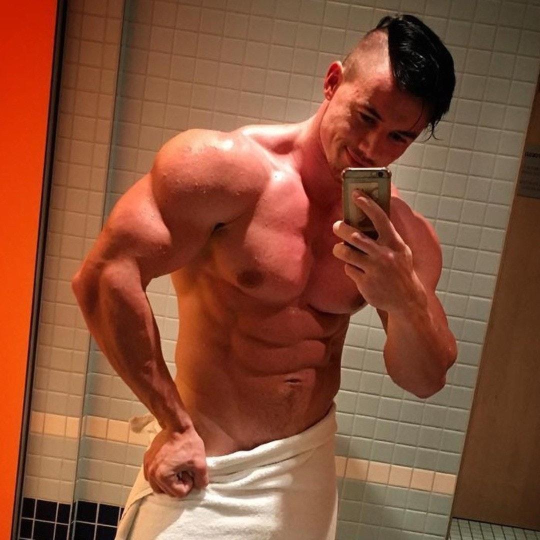 #men #shirtlessguys #hunks #abs #selfie