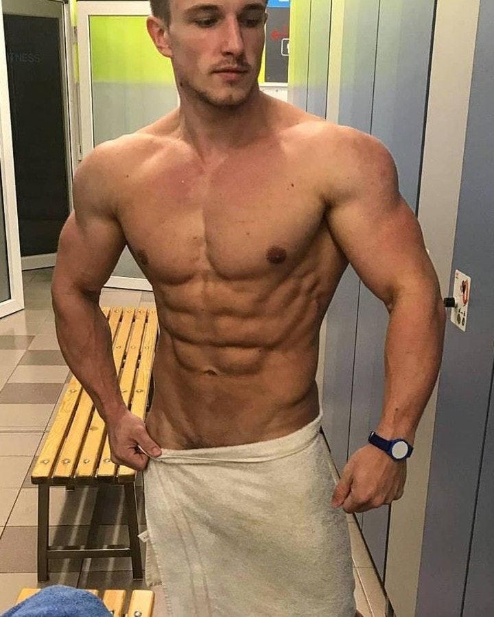 #men #shirtlessguys #abs #selfie #hunks