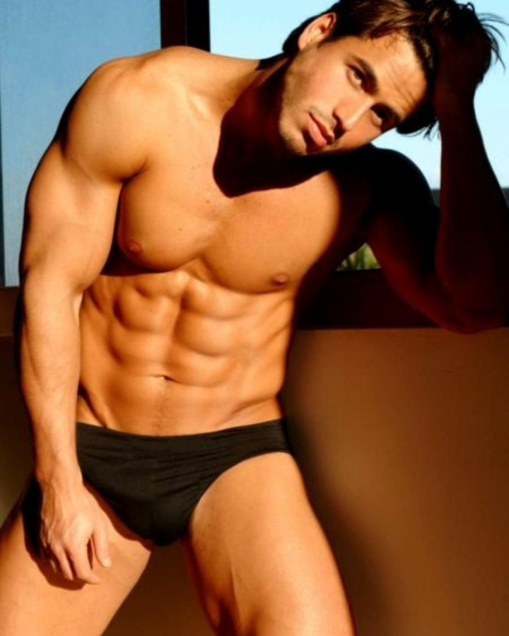 #shirtlessguys #abs #speedo #hunks