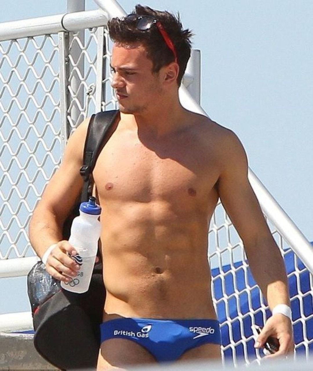 #tomdaley #men #speedo #malecelebs #shirtlessguys #abs