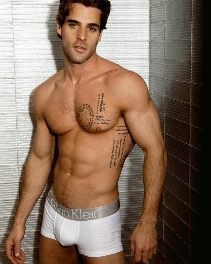 #men #hunks #shirtlessguys #muscle #abs #tattoo #calvinkleinunderwear #calvinklein