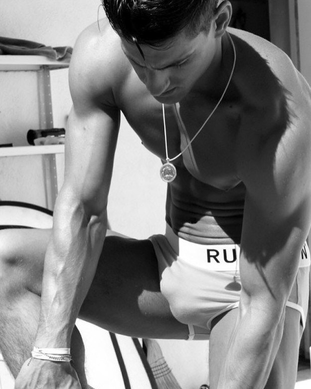 #men #bulge #blackandwhite #briefs #underwear #twinks #hotmen #hotboys