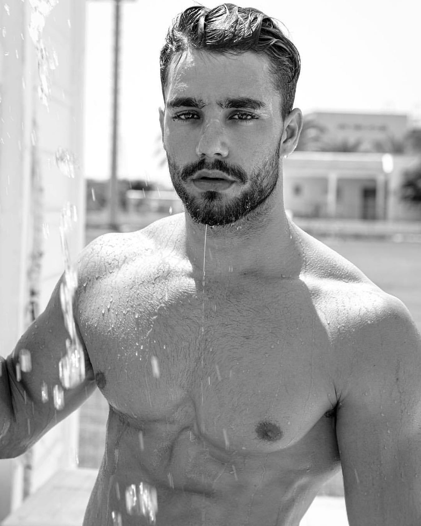 #men #wet #hunks #hotmen #muscle #blackandwhite