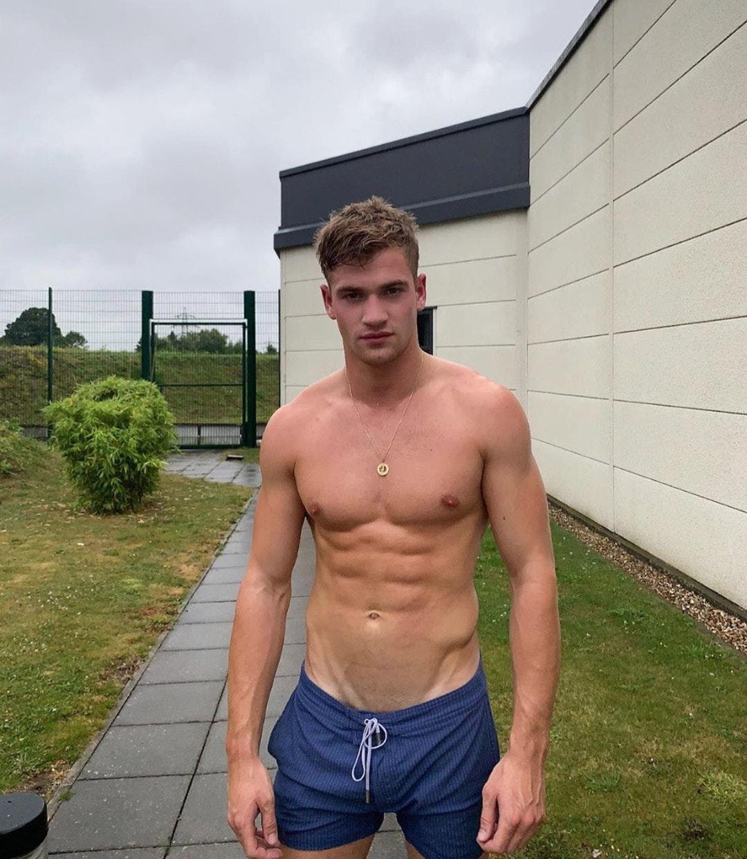 #mattycarrington #men #shirtlessguys #abs #malecelebs