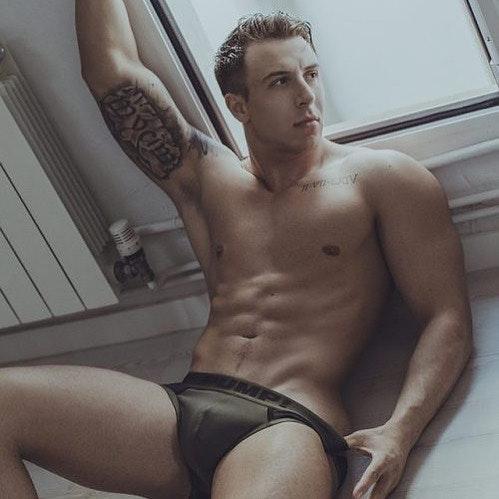 #men #bulge #briefs #underwear #tatoo #hunks #abs #hotmen