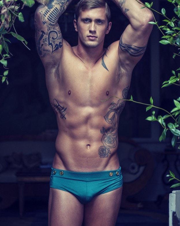 #men #sexymen #abs #muscle #speedo #hotmen #tatoo