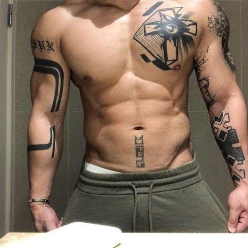 #men #tatoo #muscle