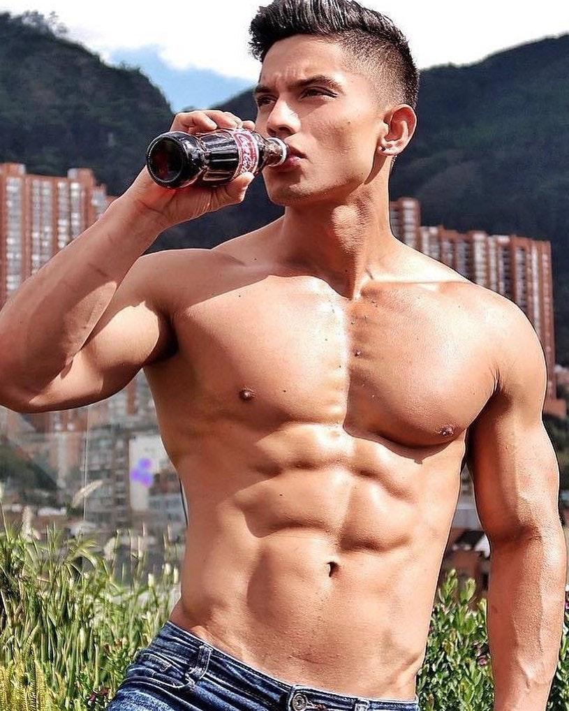 #men #hotmen #jeans #abs #muscle