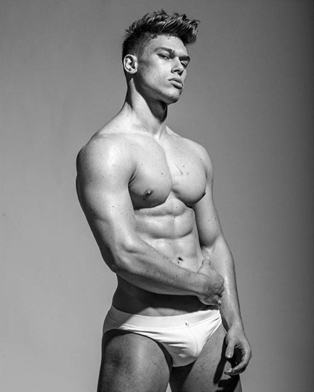 #men #blackandwhite #bulge #briefs #muscle #twinks #hotmen #hotboys