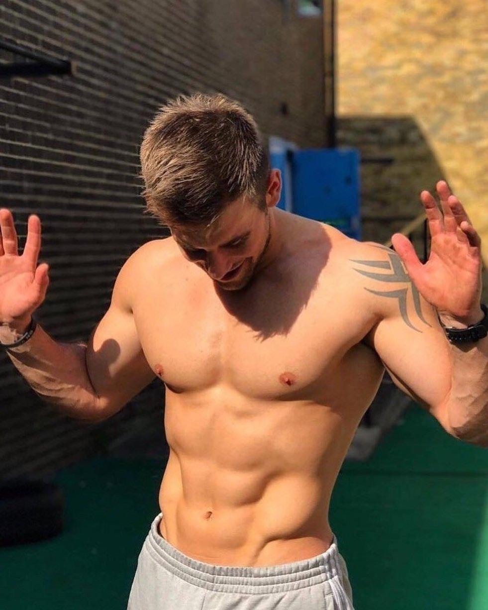 #men #hotmen #hunks #tatoo #abs