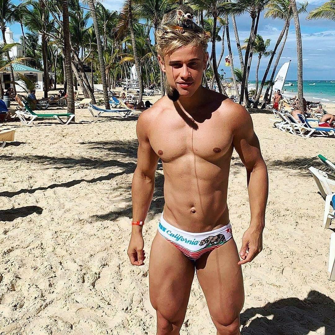 #men #alamwernick #speedo #beachboy #sexy #hotboys #hotmen #bulge #abs #blondehair