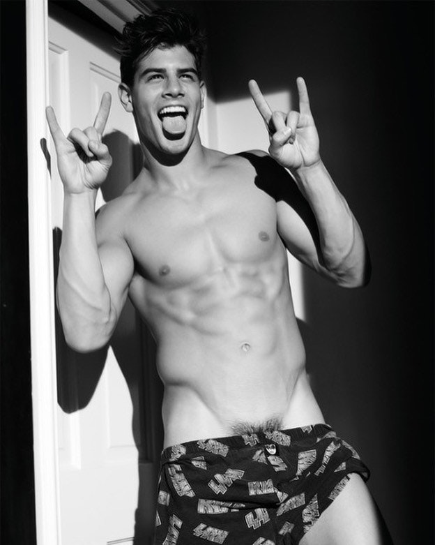 #men #hotmen #underwear #hotboys #hotmen #muscle #vline #abs #blackandwhite #boxerbrief