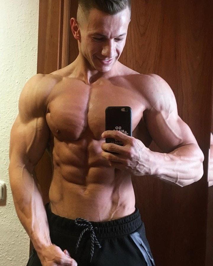 #men #selfie #muscle #abs