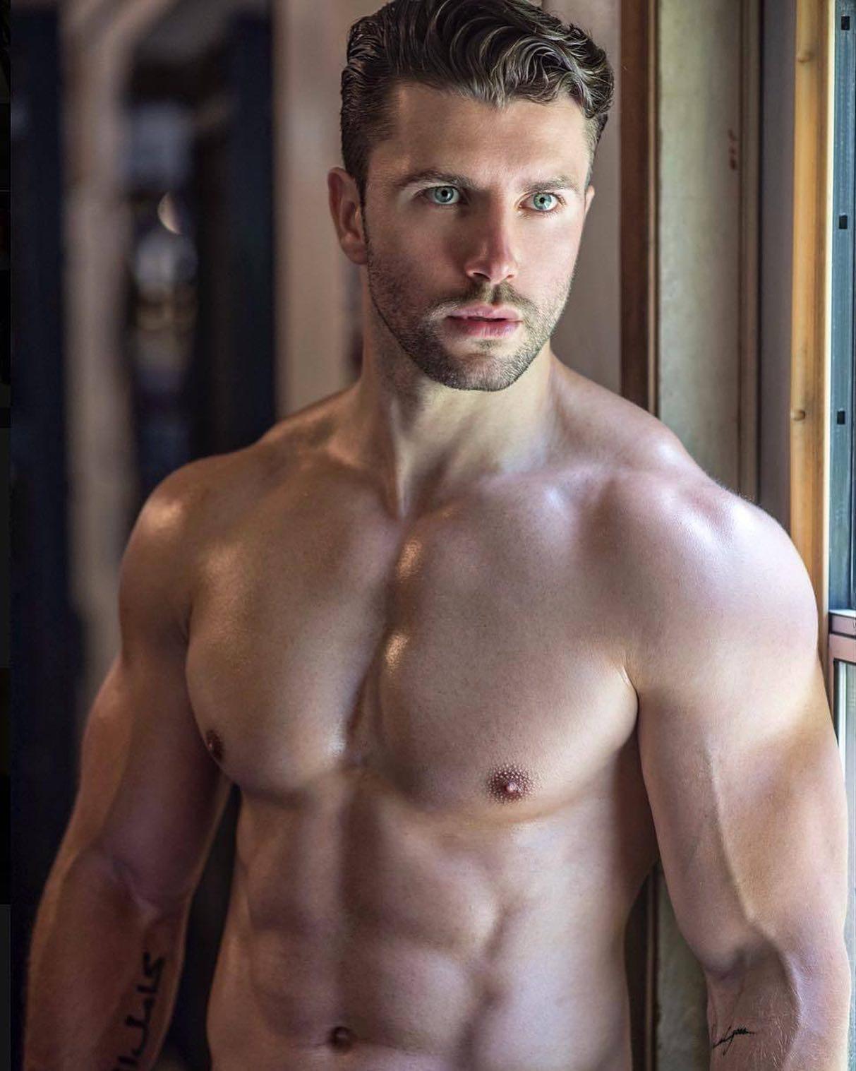 #men #hotmen #tatoo #abs #muscle