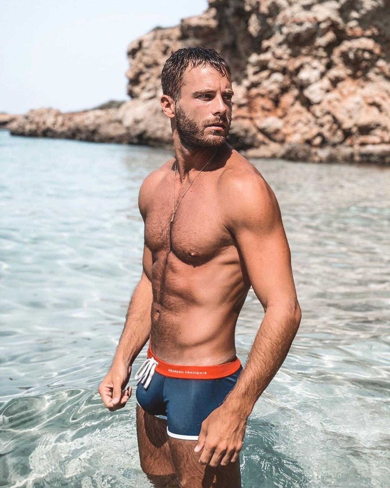 #men #wet #hunks #swimsuit #muscle #abs #beachboy #hotmen #hotboys #trunks