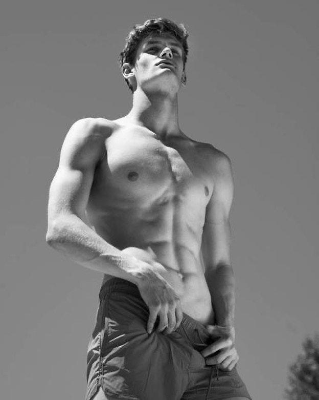 #men #twinks #abs #shirtlessguys #sixpack #blackandwhite
