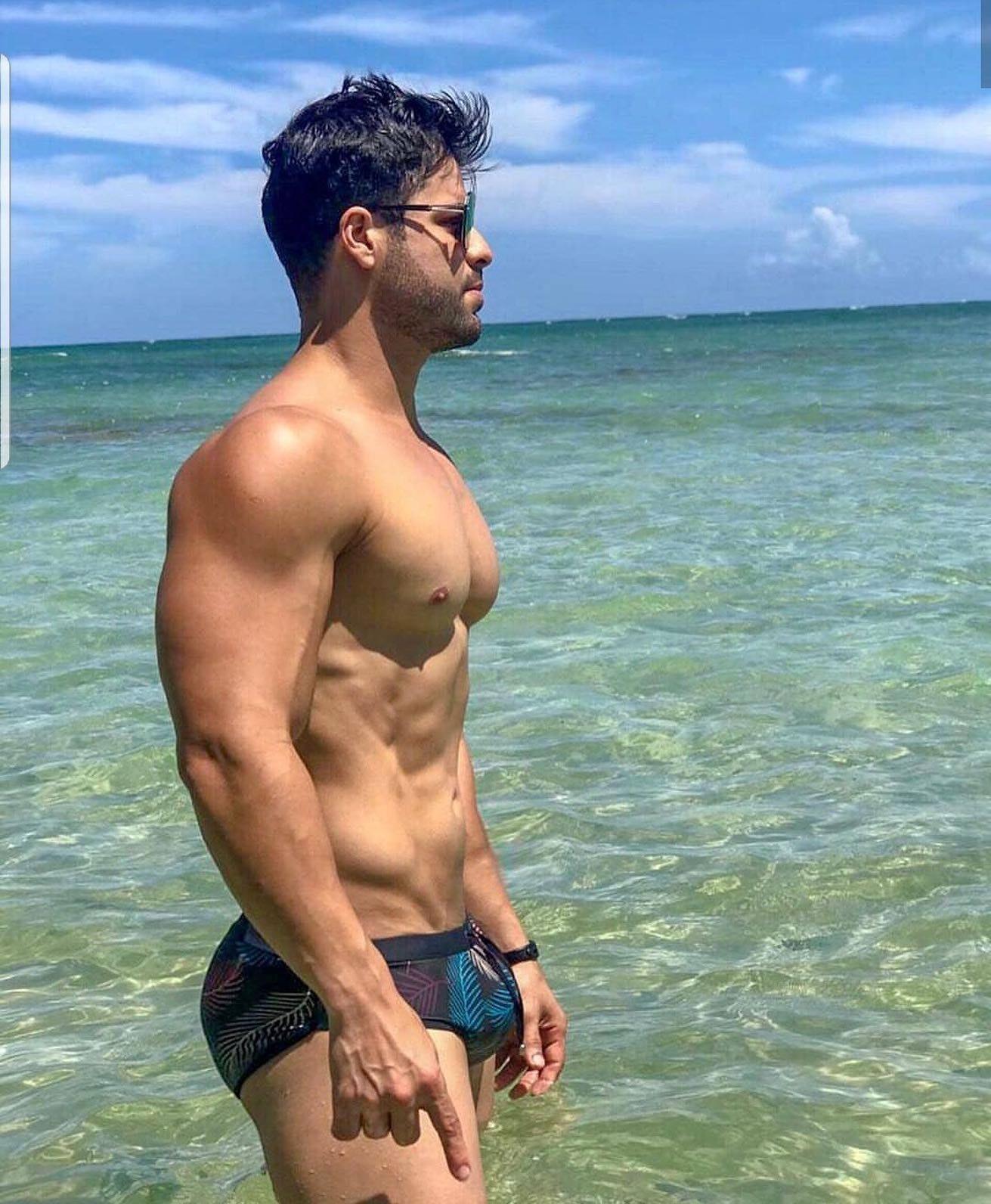 #men #hotmen #beachboy #wet #bulge #hunks #abs #muscle