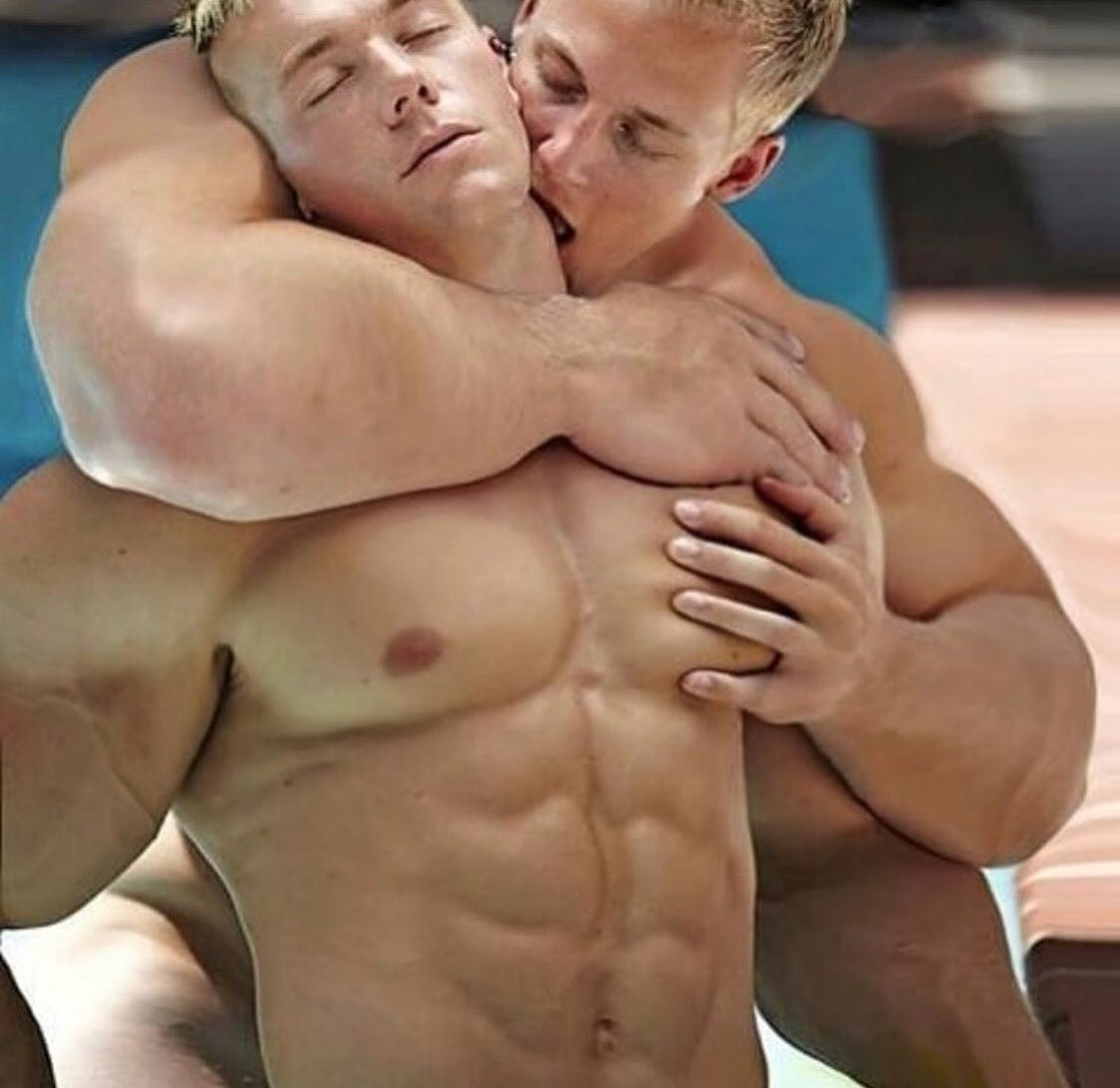 #men #hotmen #muscle #kiss