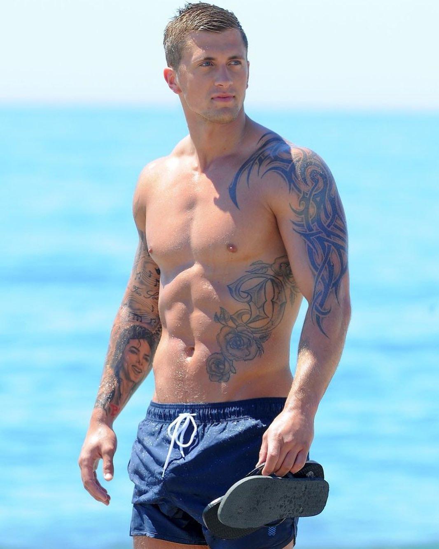 #men #hunks #tatoo #abs #trunks #muscle #hotmen