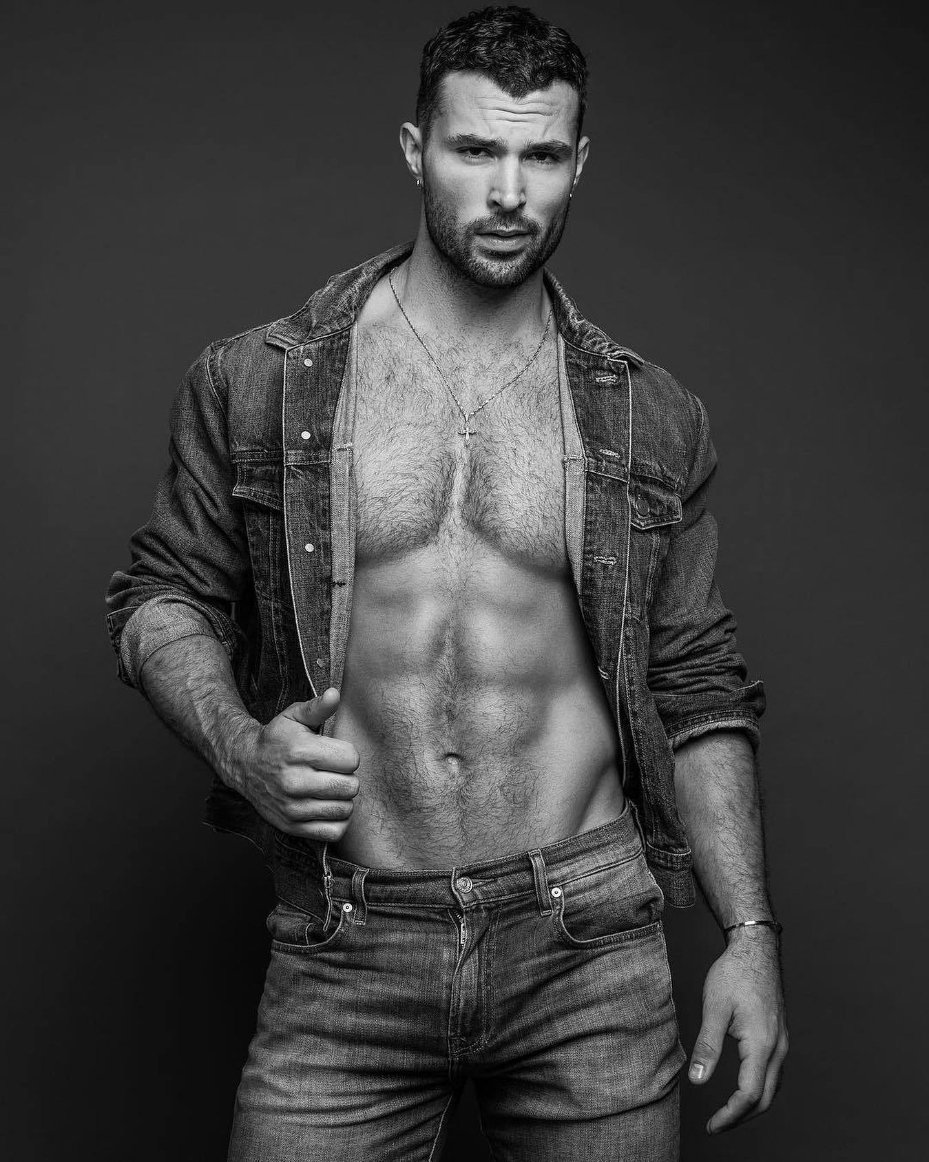 #men #abs #jeans #vline #hotmen #hunks #blackandwhite #muscle #hotmen