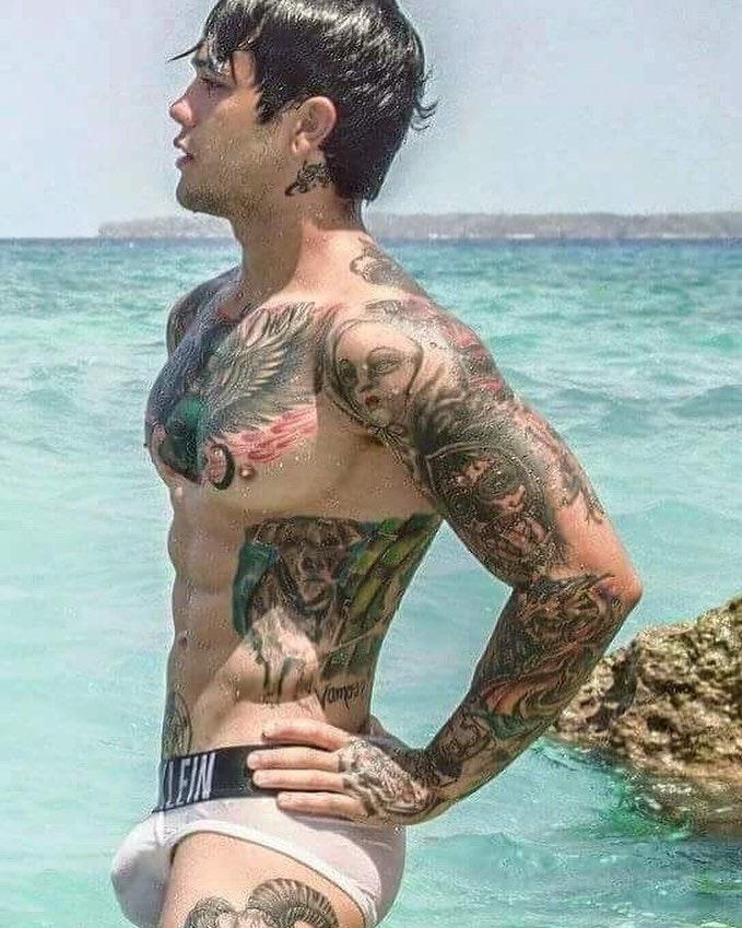 #men #tatoo #underwear #briefs #wet #calvinklein #calvinkleinunderwear #hotmen #hotboys