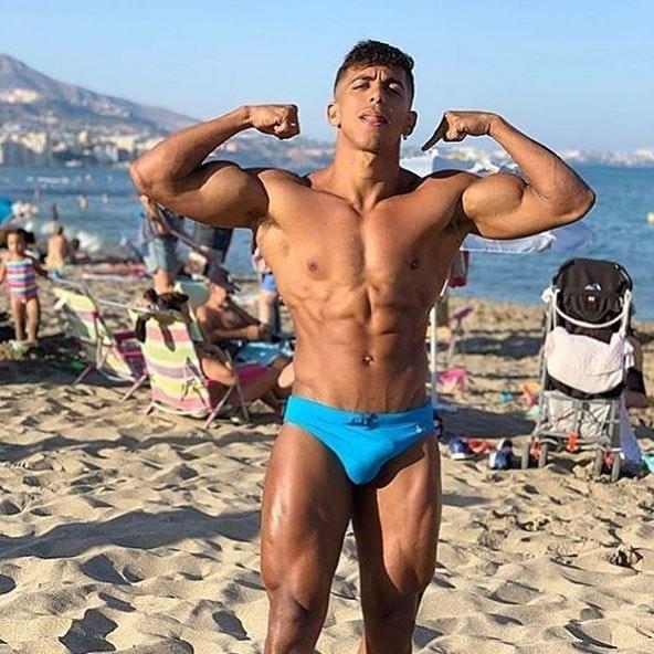 #men #guy #guys #bulge #sixpack #muscle #beachboy #speedo #hotmen