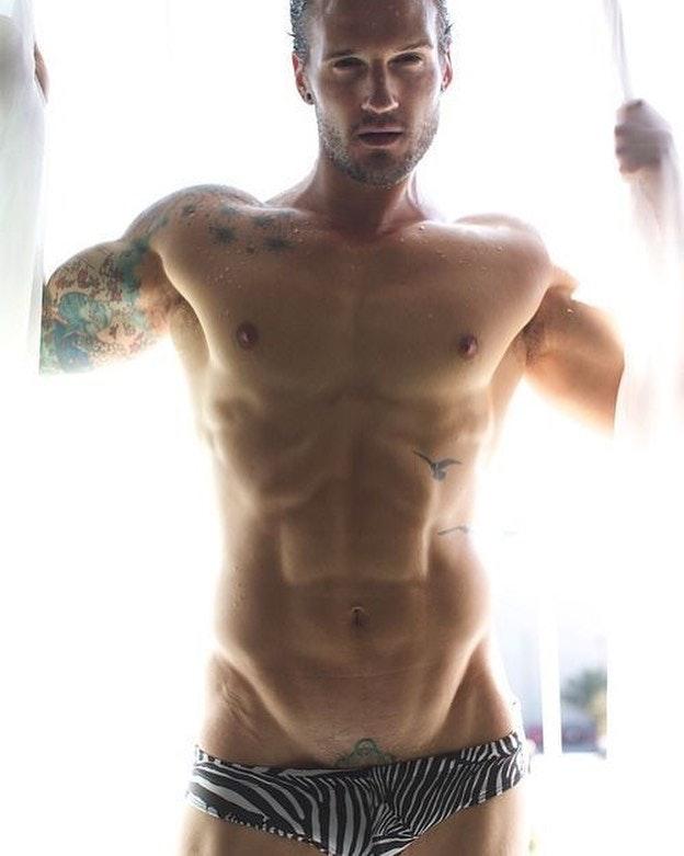 #men #bulge #tatoo #speedo #hotmen #sixpack #sexy