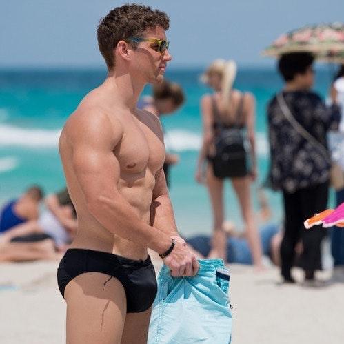 #men #hunks #speedo #muscle #beachboy