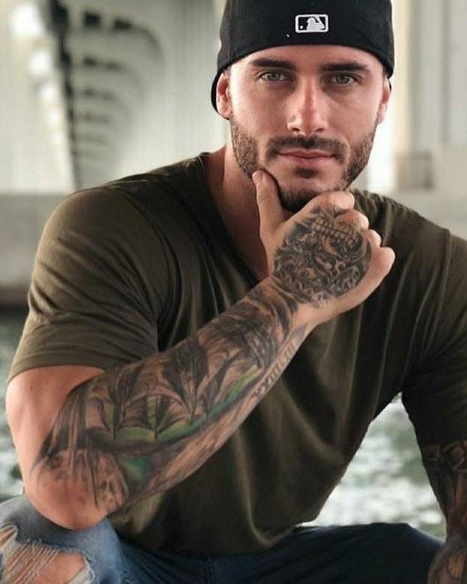 #men #hunks #tatoo