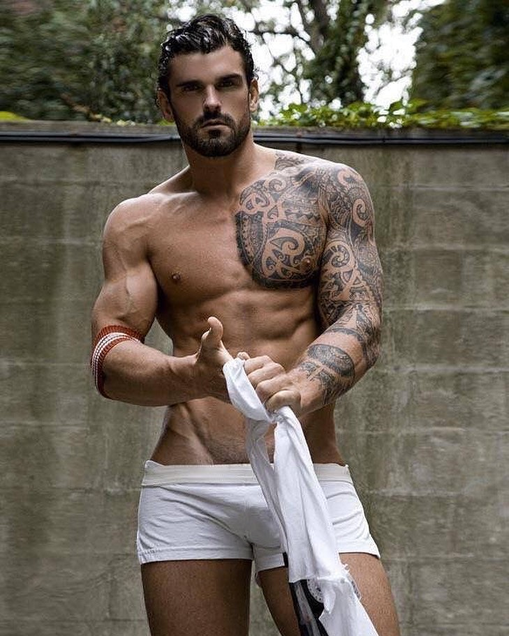 #men #bulge #underwear #tatoo #sixpack #boxerbriefs #hunks #sexy #guys #guy #muscle #hotmen