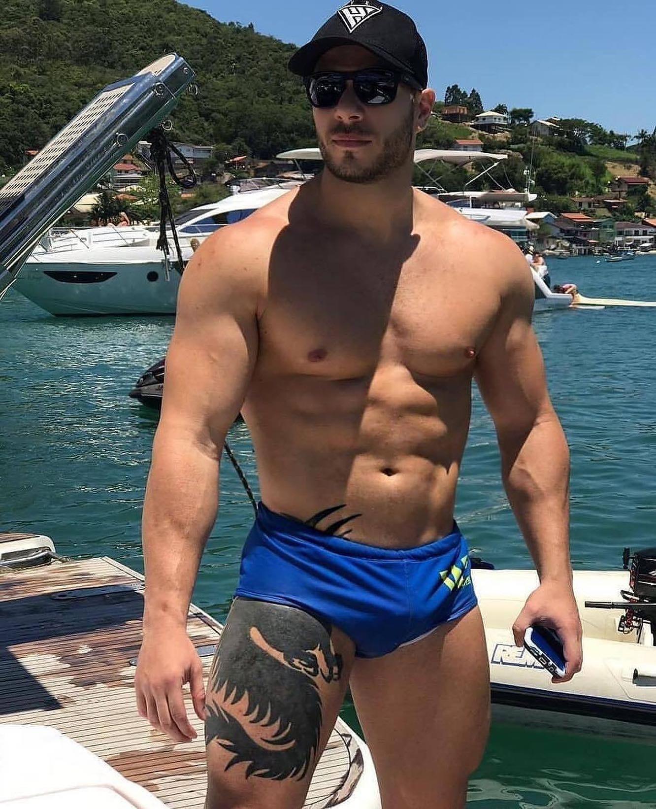 #men #hunks #muscle #tatoo #bulge #siswimsuit #hotmen