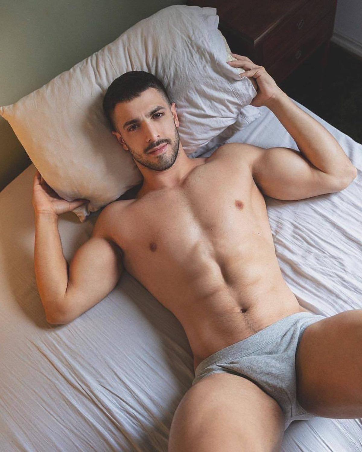 #men #hunks #muscular #bulge #underwear #briefs