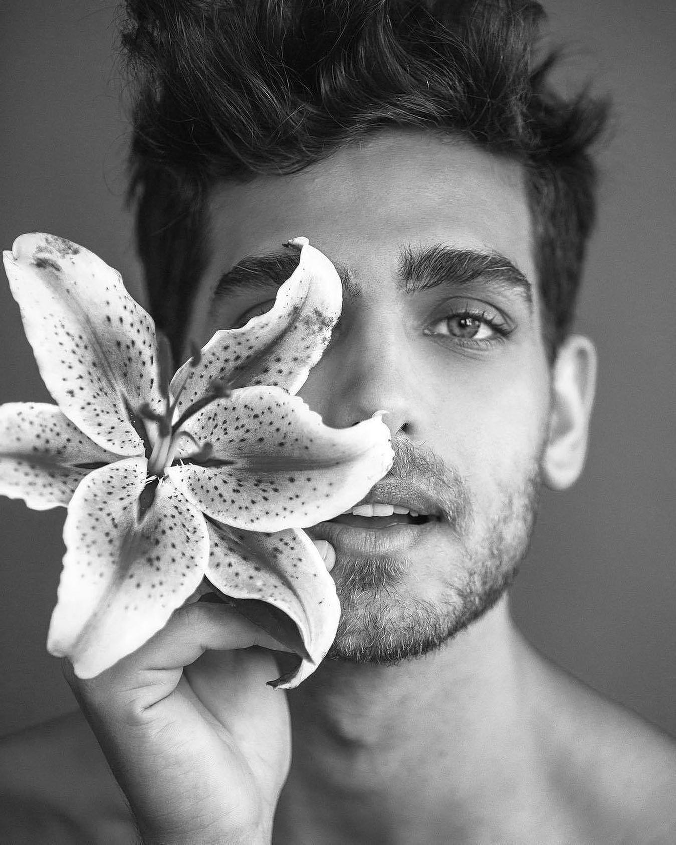 #men #flowers #face #blackandwhite #hotmen #handsomeboys #art