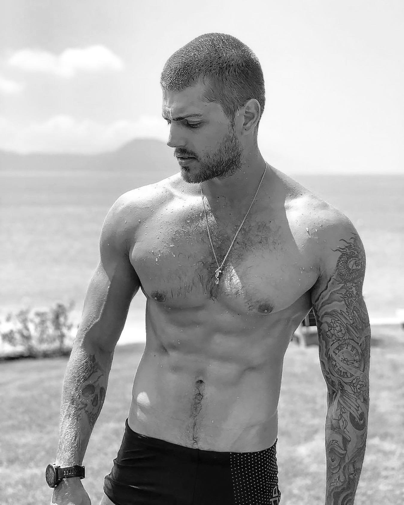 #men #blackandwhite #abs #sixpack #tatoo #beach #hotmen #hunks