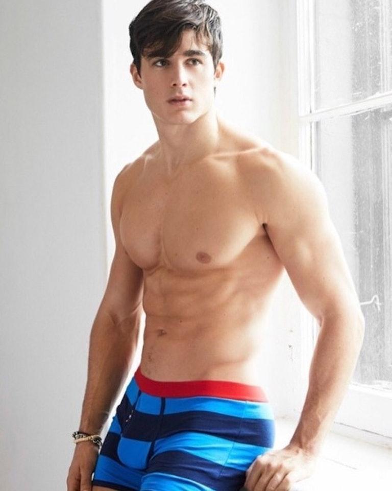 #men #bulge #underwear #twinks #muscle #muscular #abs #sixpack #shirtlessguys