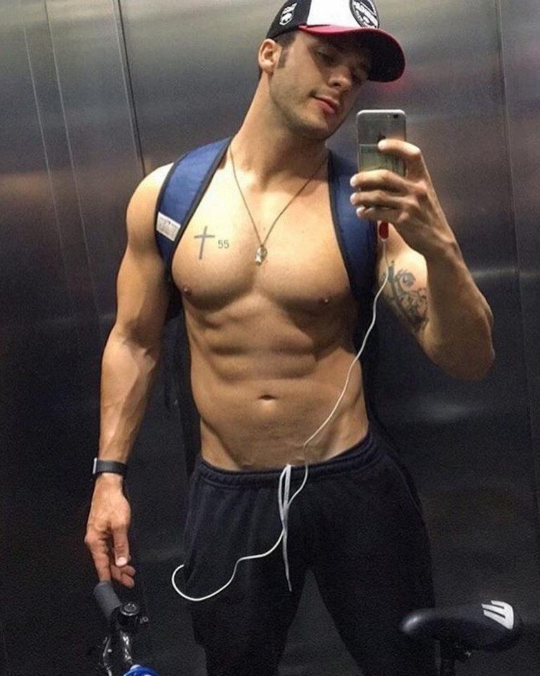 #men #selfie #tatoo #twinks #muscular #hat #veins #vline