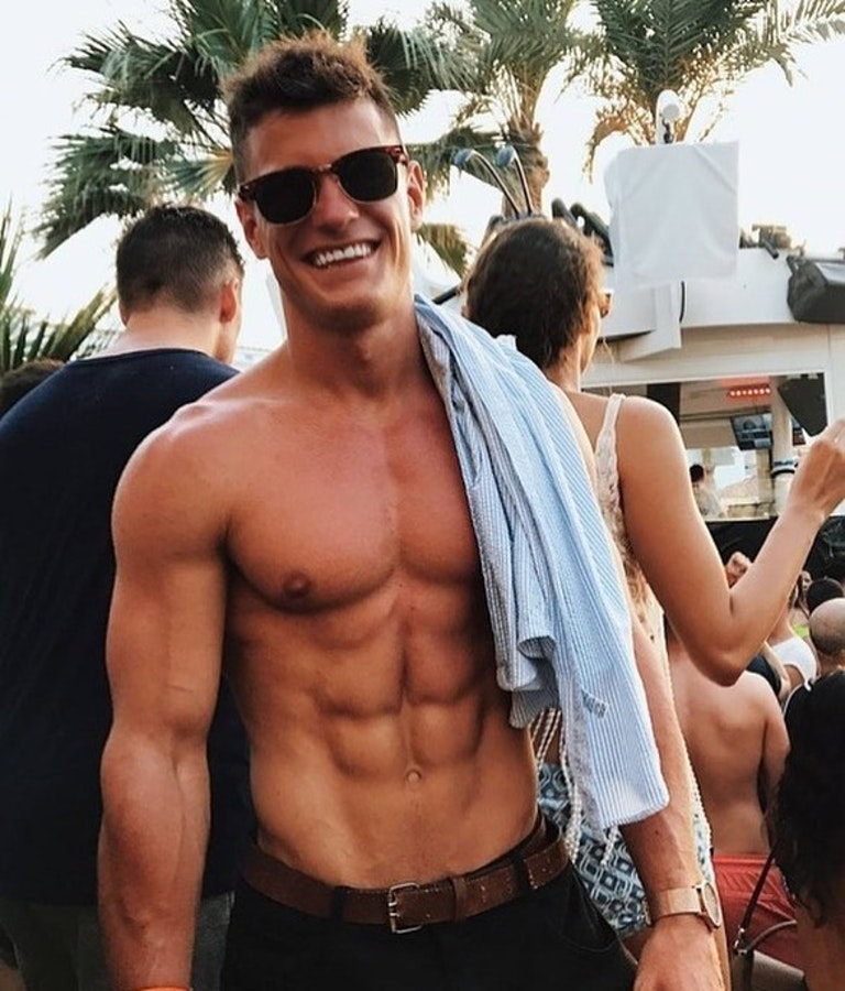 #men #smile #sixpack #abs #twinks