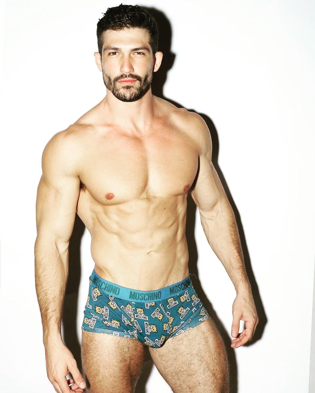 #men #muscle #muscular #hunks #sixpack #abs #underwear #boxerbriefs #beardman