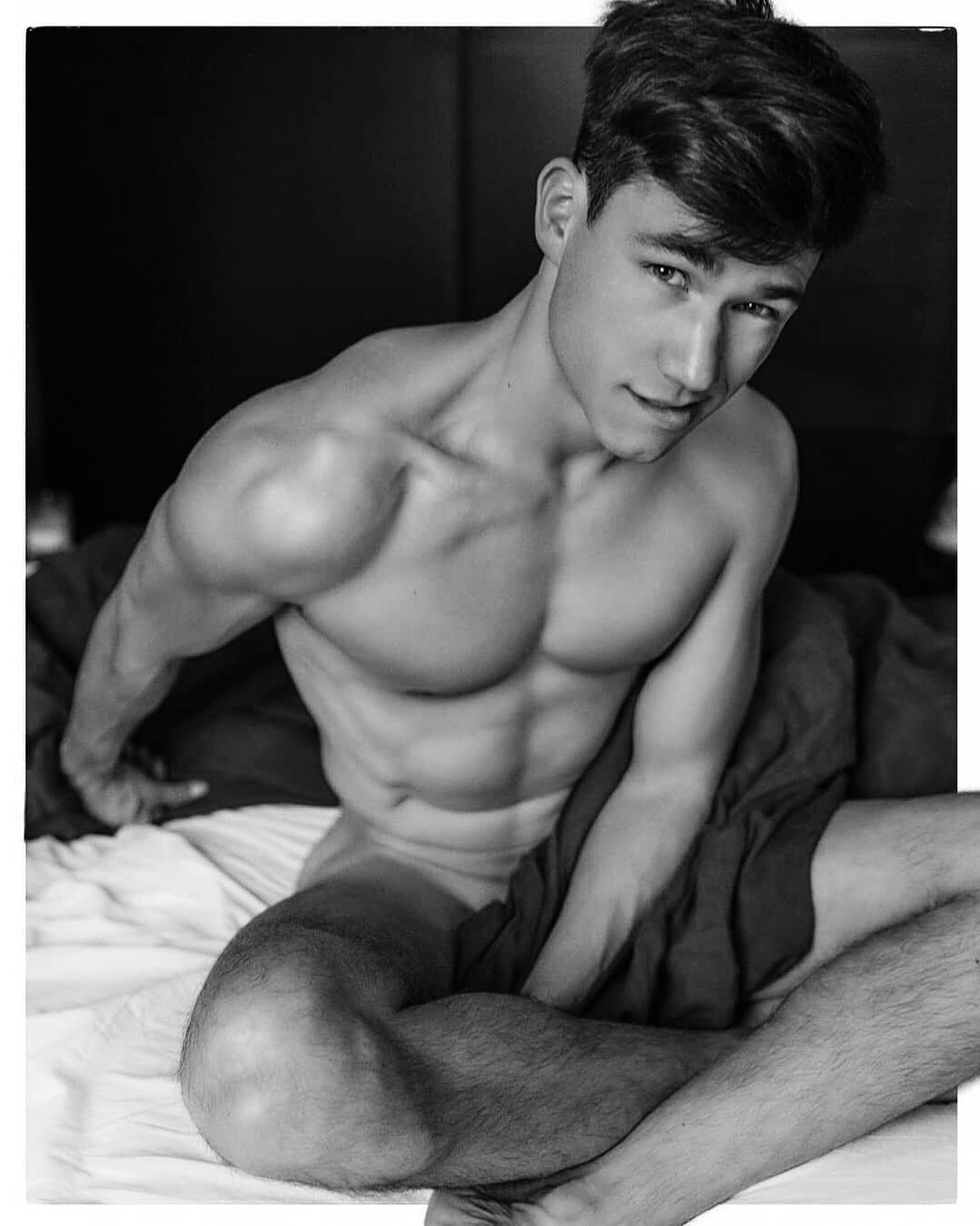 #men #blackandwhite #muscular #sixpack #abs #hotboys