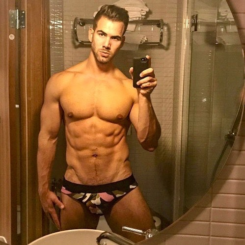 #men #selfie #underwear #briefs #hotmen #muscular #sixpack #abs #shirtlessguys