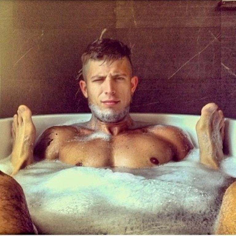 #men #wet #bath #hotmen #muscular