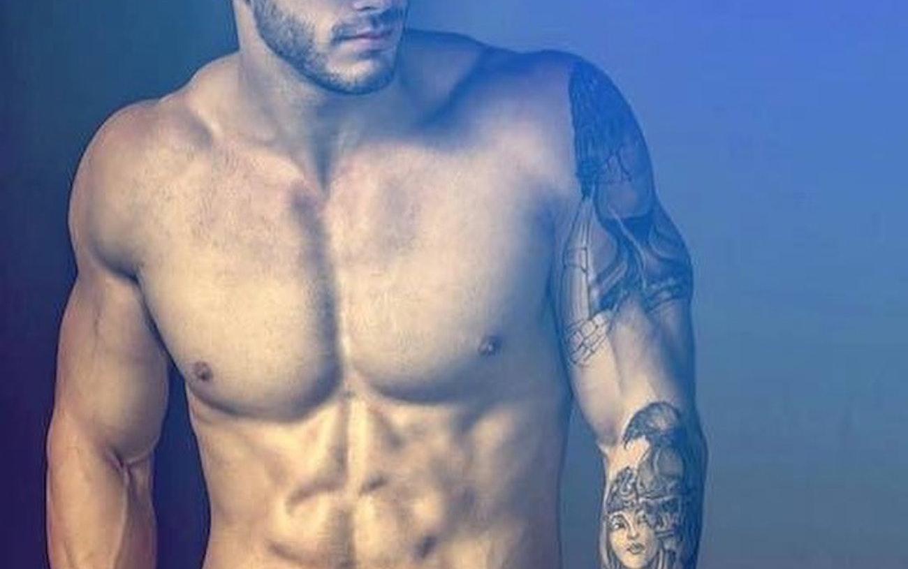 #men #twinks #tatoo #abs #veins #hat #hotmen #hotboys