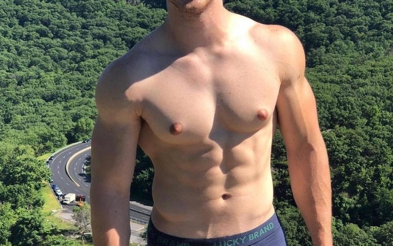 #men #sixpack #muscular #hotmen #gayboy #gaymen #underwear #luckybrand #bulge