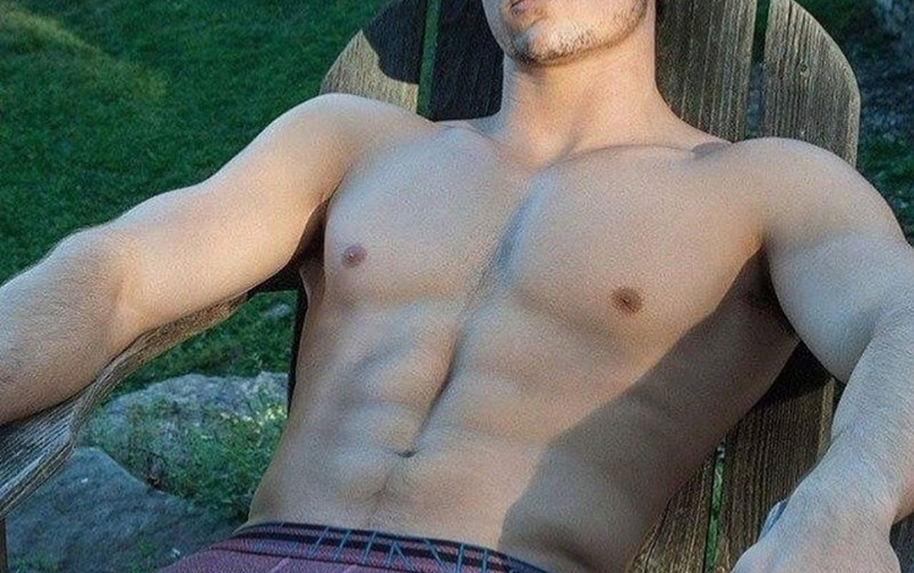 #men #hunks #shirtlessguys #bulge #underwear #briefs #gaymen #gayboy #hotmen #sixpack #abs #muscular
